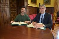 Álvaro Gutiérrez y Santiago Sánchez en la firma del convenio entre Diputación y Adito