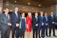 Álvaro Gutiérrez junto al presidente regional, el presidente de Caja Rural y otras autoridades