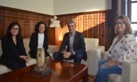 Álvaro Gutiérrez con la alcaldesa y concejalas de Corral de Almaguer