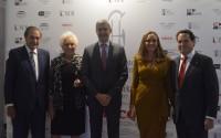 Álvaro Gutiérrez con la familia Pastor propietaria del hotel Pintor el Greco de Toledo
